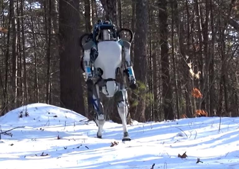 Boston Dynamics научила человекоподобного робота Atlas ходить, сохраняя равновесие, подниматься при падении и поднимать грузы