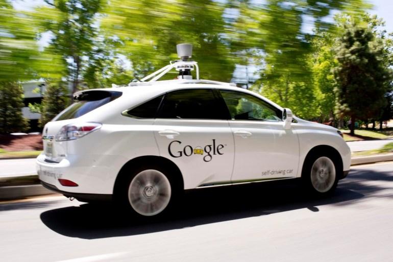 Робомобиль Google впервые попал в реальную аварию по собственной вине (фото, видео)