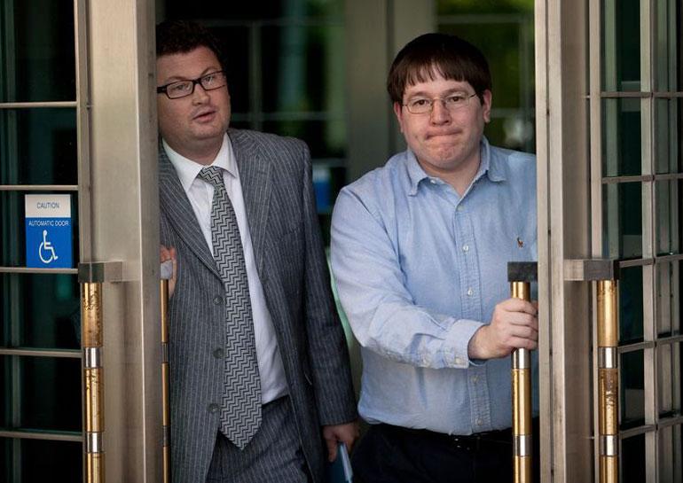 Журналист приговорён к 2 годам тюрьмы за сотрудничество с хакерской группой Anonymous