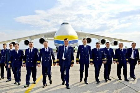 Первый коммерческий рейс Ан-225 «Мрия» в Австралию: украинский супертранспортник успешно сел в Праге