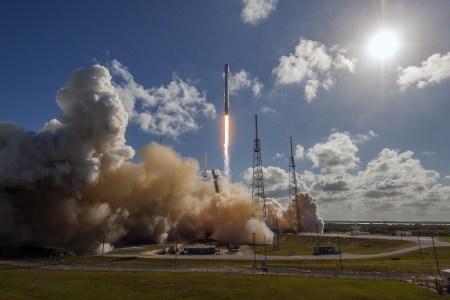 SpaceX третий раз подряд посадила первую ступень ракеты Falcon 9 на платформу в океане