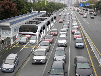 Первые испытания футуристических китайских автобусов-тоннелей, способных перевозить 1400 человек, могут пройти уже этим летом