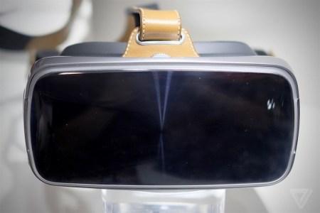 ASUS показала на Computex 2016 гарнитуру виртуальной реальности с кожаными ремешками