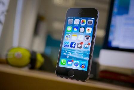 Патентный иск: на Apple подали в суд за то, что iPhone умеет звонить, имеет камеру и GPS
