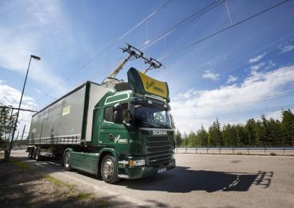 В Швеции открыта первая в мире электрическая дорога для грузовиков