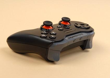 Обзор кроссплатформенного геймпада SteelSeries Stratus XL