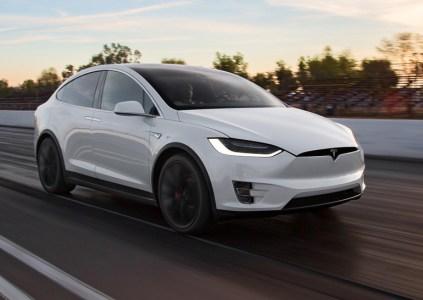 Автопилот Tesla Model X спас жизнь водителю, безопасно доставив его в больницу после приступа