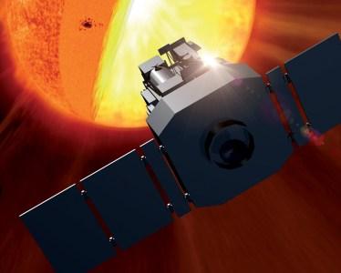 NASA опубликовало уникальные кадры столкновения кометы с Солнцем