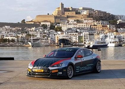 Организаторы нового чемпионата кузовных электромобилей Electric GT продемонстрировали гоночную версию Tesla Model S