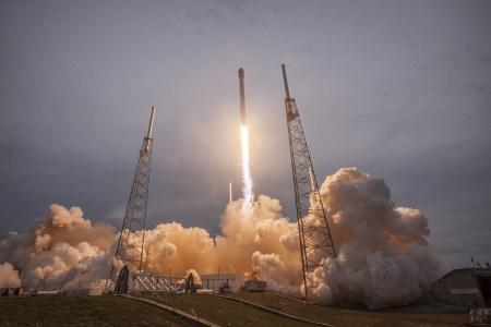 SpaceX наконец-то установила точную причину недавнего взрыва ракеты Falcon 9 и готовится возобновить полеты к середине декабря