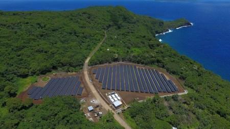 Энергосистема с солнечными панелями SolarCity и батареями Tesla питает целый остров в Тихом океане