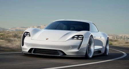 Немцы собираются продавать не менее 20 тысяч электромобилей Porsche Mission E в год