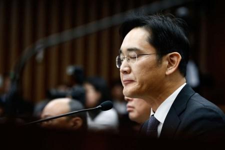 Южнокорейская прокуратура потребовала ареста фактического главы Samsung Group Ли Джэёна по подозрению в подкупе президента