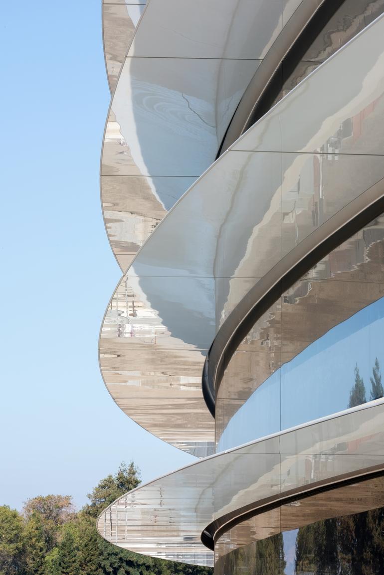 Apple Park – название новой футуристической штаб-квартиры компании, открытие уже в апреле