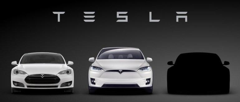 """""""Меня терзают смутные сомнения"""": Adidas пожаловался на логотип Tesla Model 3, который слишком сильно напомнил ему собственные """"три полоски"""""""