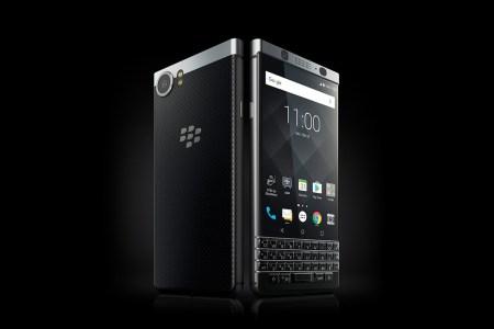 Смартфон BlackBerry Mercury с физической клавиатурой представлен официально под именем BlackBerry KEYone. Это последний смартфон, разработанный самой BlackBerry