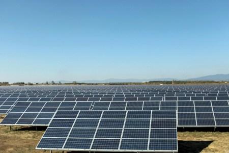 В 2017 году в Херсонской области планируют построить солнечные электростанции суммарной мощностью 250 МВт, включая крупнейшую в Украине СЭС на 35 МВт в Алешковском районе