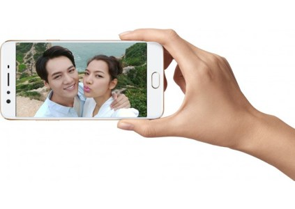 Смартфон Oppo F3 Plus получил две селфи-камеры