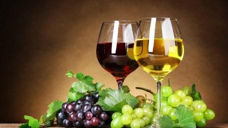 Американский физик разработал бутылку вина, которая не дает жидкости пролиться