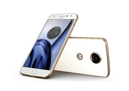Появились рендерные изображения смартфона Moto Z2 Play