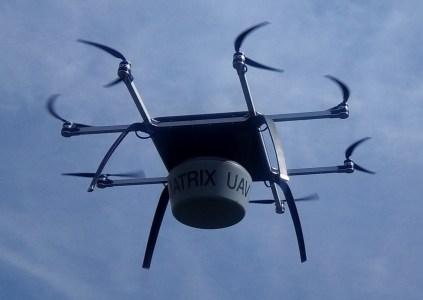 Украинские разработчики из Matrix-UAV испытали тяжелый «привязной» беспилотник «Око», на который можно установить РЛС, станции наблюдения и лазерной подсветки целей, ретранслятор и т.д.