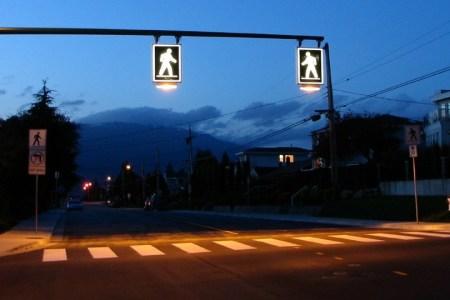 В Киеве установят «умное» освещение 29 пешеходных переходов с сенсорными датчиками и солнечными батареями, стоимость проекта составит 1 млн грн
