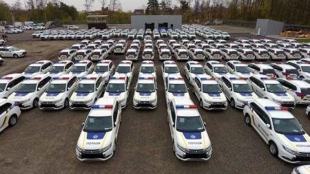 В Украину доставили первую партию гибридных кроссоверов Mitsubishi Outlander PHEV для Национальной полиции
