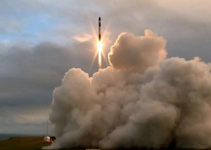 Rocket Lab провела первый тестовый пуск сверхлёгкой ракеты Electron. Запуск прошёл успешно, но достичь заданной орбиты не удалось