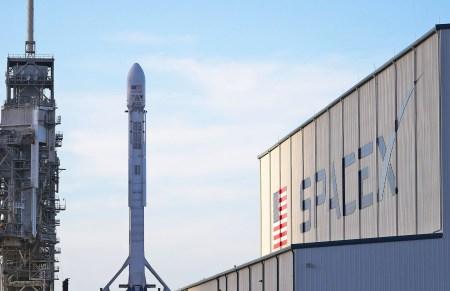 Первые спутники SpaceX для раздачи интернета отправятся на орбиту в 2019 году, теперь планируется запустить почти 12 тыс. аппаратов