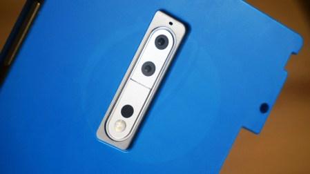 Смартфон Nokia 9 запечатлен на живых фото; опубликованы снимки, сделанные его сдвоенной основной камерой