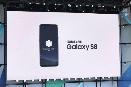 Смартфоны Samsung Galaxy S8 и S8+ получат поддержу платформы VR Google Daydream этим летом