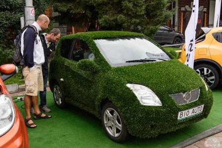 В Киеве начала работу новая служба такси на электромобилях БиоАвто