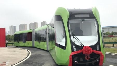 Китайские инженеры представили уникальный «безрельсовый электропоезд»