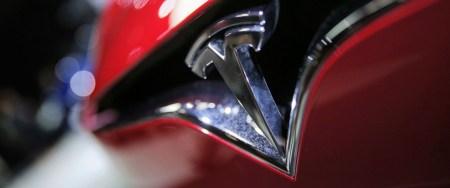 Акции Tesla резко упали в цене после сообщения об аварии c включенным автопилотом и пятью пострадавшими