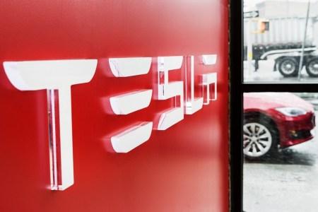 Сотрудницы завода Tesla называют его «зоной хищников» и обвиняют коллег-мужчин в сексизме