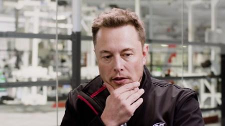 Илон Маск отказался от идеи размещать солнечные панели на крышах автомобилей