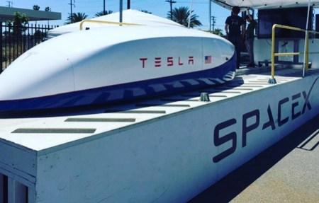 Прототип капсулы Hyperloop собственной разработки SpaceX/Tesla на пробном заезде разогнали свыше 350 км/ч, планка в 500 км/ч может быть взята уже в следующем месяце