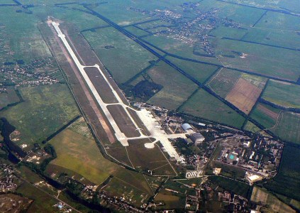 Владимир Гройсман: За ближайшие полгода в «Гостомеле» построят терминал для лоукостеров, а пока Ryanair будут временно обслуживать «Борисполь» или «Жуляны»
