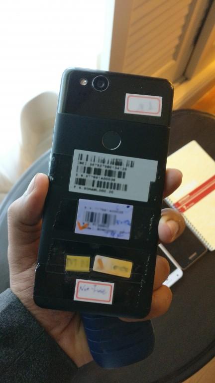 Опубликованы реальные фотографии смартфона Google Pixel 2 спереди и сзади