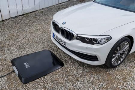 BMW разработала беспроводную зарядку для своих электромобилей и собирается вывести ее на рынок уже в 2018 году