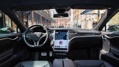 Tesla совместно с AMD создает собственный автомобильный процессор