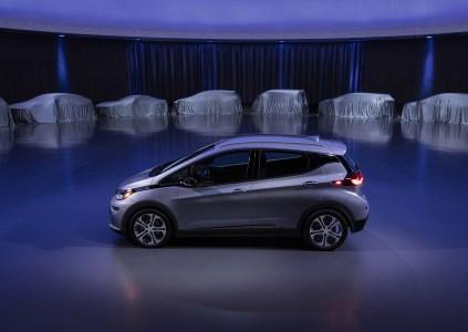 General Motors представит два новых электромобиля в ближайшие 18 месяцев и еще не менее двадцати электрических моделей к 2023 году