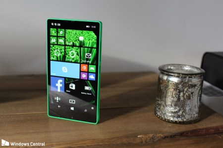 Фотогалерея дня: Прототип безрамочного смартфона Microsoft Lumia (Vela) с Windows Phone из 2014 года