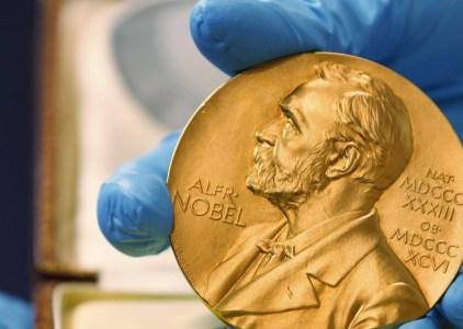 Нобелевскую премию по химии присудили за развитие криоэлектронной микроскопии