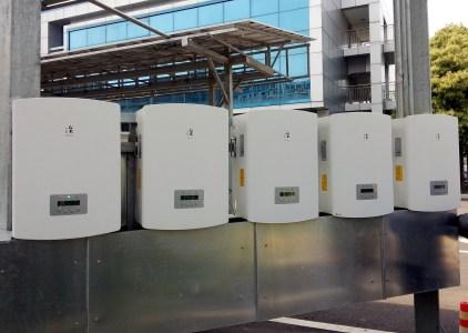 На украинский рынок вышли безаккумуляторные сетевые инверторы Solis для солнечных электростанций, призванные минимизировать траты на коммунальные услуги