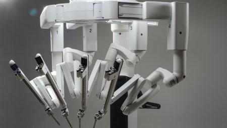Медицинский автономный робот STAR делает надрезы аккуратнее и точнее, чем хирурги-люди