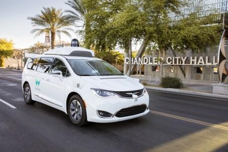 Стартап Waymo собирается запустить в США коммерческую службу беспилотных такси до конца текущего года