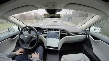 Илон Маск и исследовательский центр RAND сошлись во мнении, что беспилотные авто необходимо внедрять как можно скорее