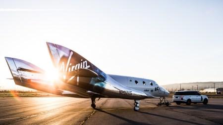 Virgin Galactic продала порядка 900 билетов на туристический полет в космос. Стоимость одного билета составляет $250 тыс.