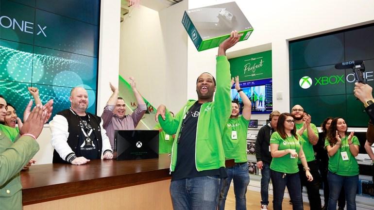 Сегодня в 35 странах мира стартовали глобальные продажи новой консоли Xbox One X